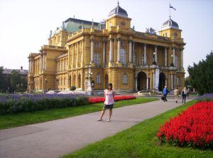 Tarihi Tiyatro Binası